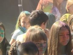 Фестиваль красок-2017 прошел в нижнекамском парке аттракционов